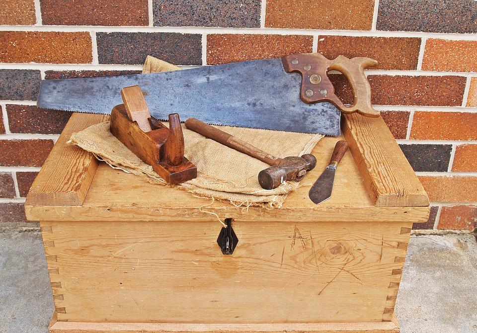 Comment contacter un expert en bois pour la confection d'un meuble ?