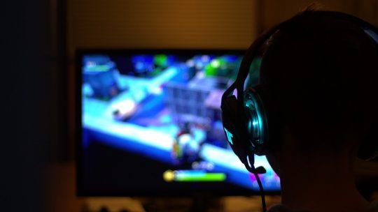 Ce qu'il faut dans une chaise gamer : Ergonomie et technologie
