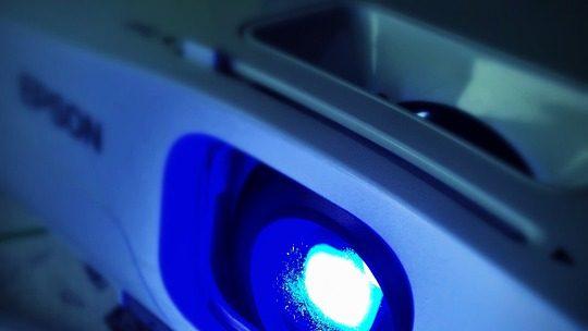 QuQu'est-ce qui différencie un vidéo projecteur led à un projecteur classique ?